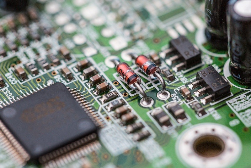 electronics-chip-board-hardware-close-up-picjumbo-com